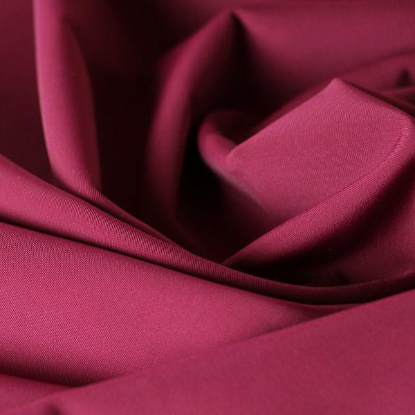 Badestoff glatt glänzend in rotviolett
